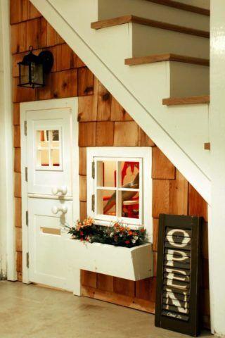 Интерьер: лестница с полноценной игровой зоной