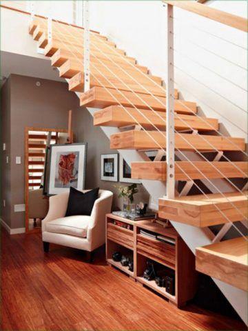 Интерьер с лестницей, с зоной отдыха