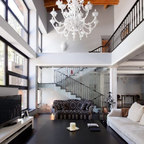 Интерьерная лестница в неоклассическом стиле