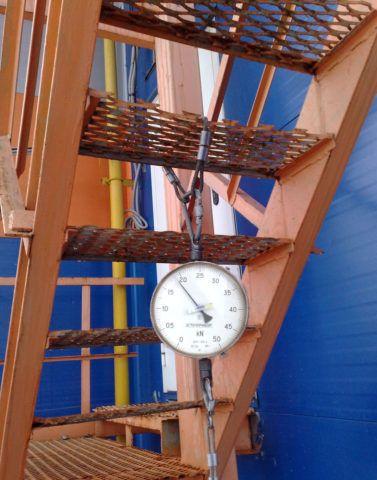 Испытания ступени на прочность: нагрузка создается лебедкой с дистанционным управлением