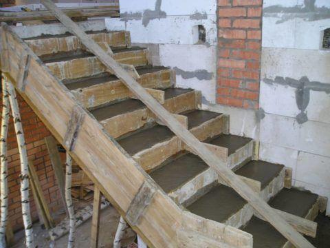 Как построить бетонную лестницу: мощная опалубка