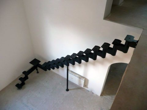 Косоур поворотной лестницы – осталось установить ступени