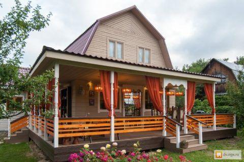Крыльцо для дома может быть не просто практичным: удачно устроенная входная группа может стать прекрасным местом для отдыха