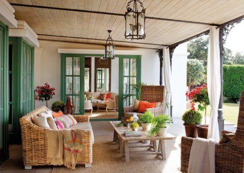 Крыльцо терраса в духе французского Прованса прекрасно подойдет дому с большими окнами