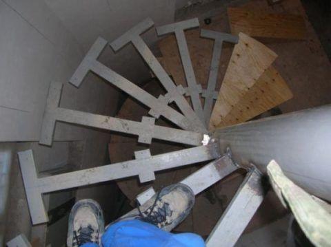 Лестница из профтрубы с «Т»-образными ступенями