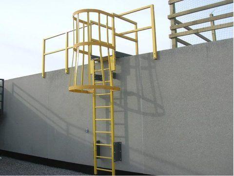 Лестница из стеклопластикового профиля