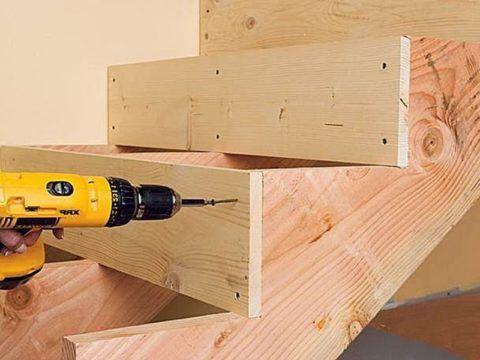 Лестницы из дерева: монтаж подступенков