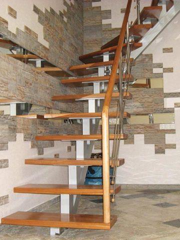 Лестницы на металлическом каркасе из профильной трубы с наклонной балкой