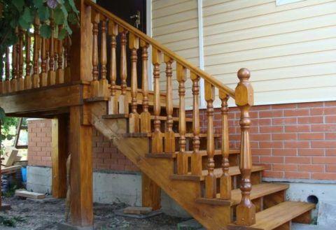 Лестницы на улицу из лиственницы