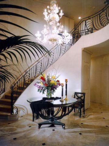 Лестницы в белых интерьерах арт-деко