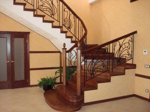Обшивка деревом металлического каркаса лестницы
