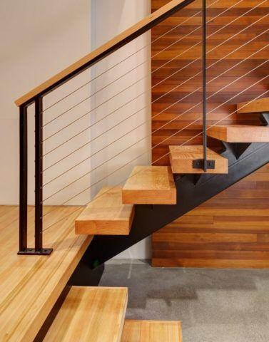 Обшивка деревом металлической лестницы в современном стиле