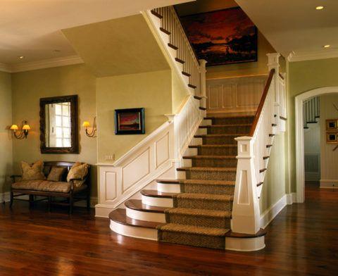 Оформление интерьера лестницы в классическом стиле