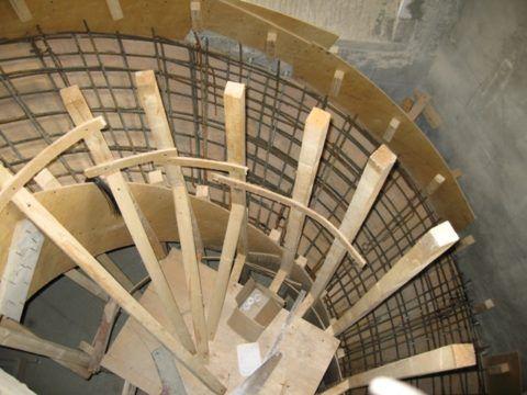 Опалубка для винтовой лестницы из бетона