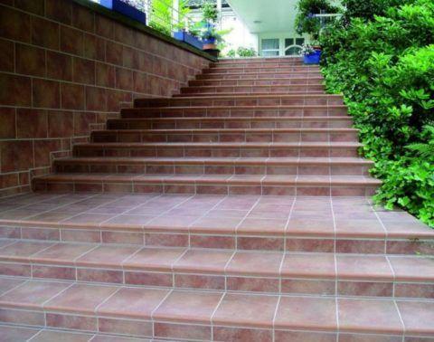 Отделка бетонной уличной лестницы клинкерной плиткой