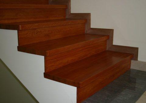 Отделка лестницы из ламината