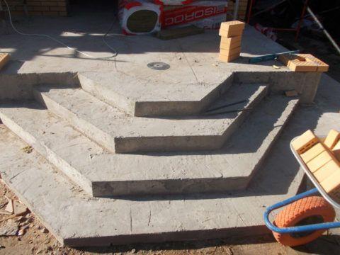 Периметральное крыльцо из бетона