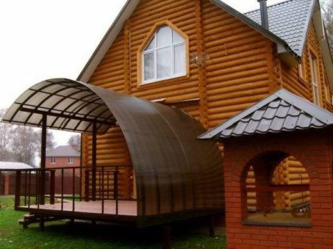 Поликарбонат – прекрасный материал для крыши крыльца