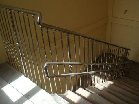 Стандарт регламентирует сооружение лестничных ограждений из стали и на стальных каркасах