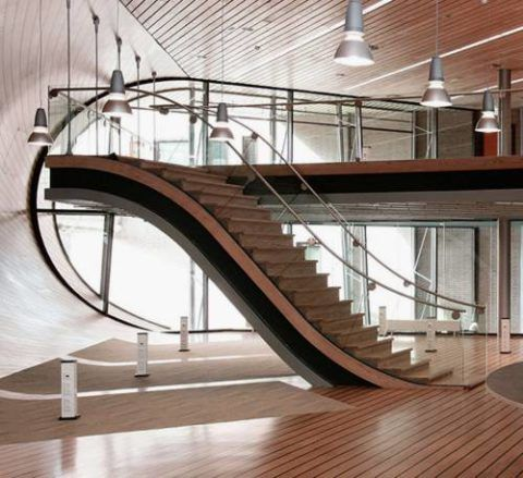 Угол наклона лестницы меняется по мере подъема