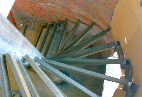 Винтовые лестницы своими руками из профильной трубы
