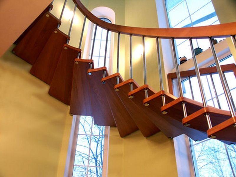 Больцевая лестница, связанная с перилами