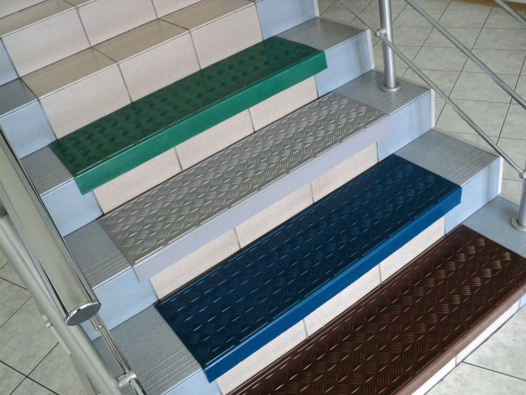 Полиуретановые коврики легко монтируются на кафельные ступени