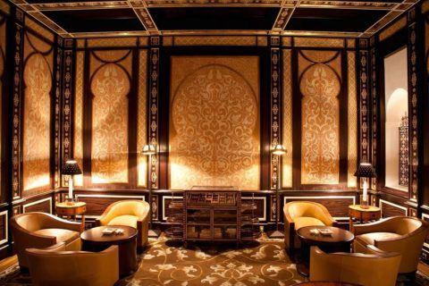 Ар-деко применим к любому помещению: даже комната для деловых переговоров может быть оформлена в стиле роскоши