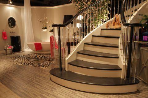 Бетонная лестница может принять абсолютно любой облик
