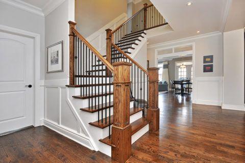 Деревянная лестница после ремонта