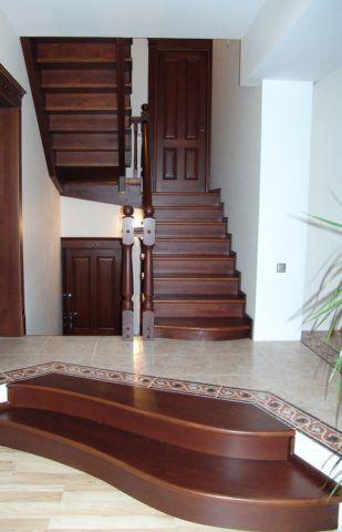 Деревянные лестницы на две ступеньки