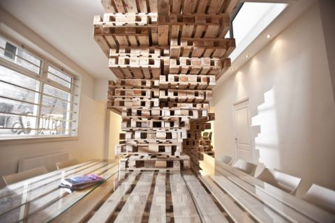 Дизайнерская лестница из поддонов