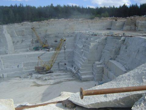 Добыча гранита: западная сторона Мансуровского месторождения