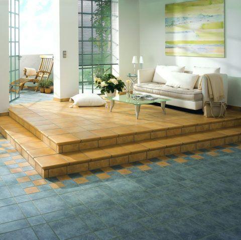 Глазурованную плитку используют для облицовки ступеней в помещении