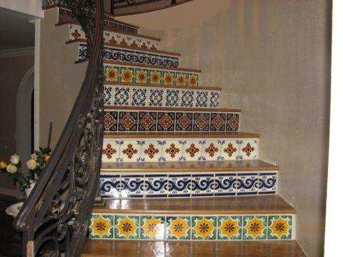 Кафель на ступенях лестницы