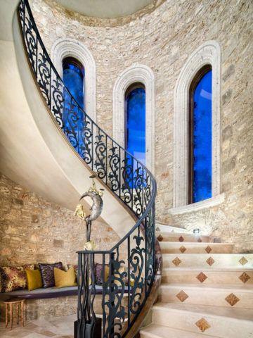 Кафель на винтовой лестнице