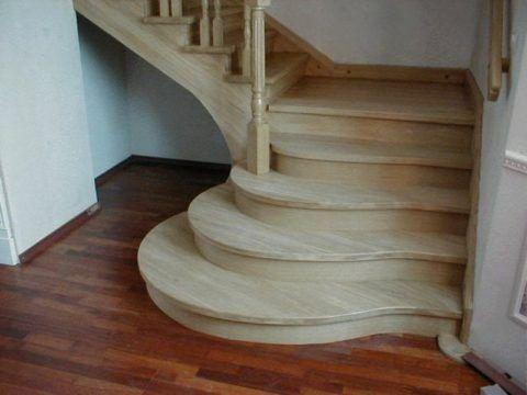 Красиваядеревянная лестница