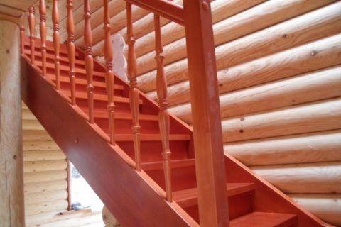 Крепление ступеней в деревянной лестнице на тетивах