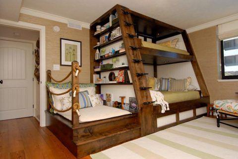 Кровать в морском стиле с читальным местом