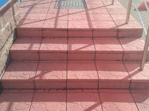 Крыльцо из цветной тротуарной плитки