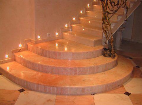 Лестница из натурального камня (оникс)