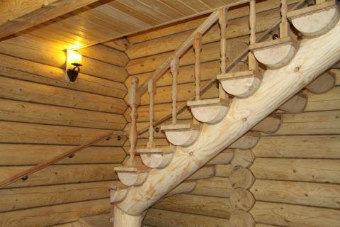 Лестница из оцилиндрованного бревна