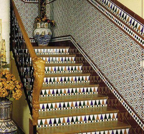 Лестница с отделкой керамогранитом