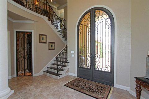 Лестница у входа в дом