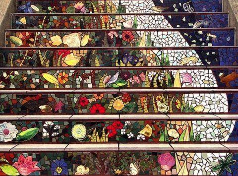 Мозаичное панно на лестнице