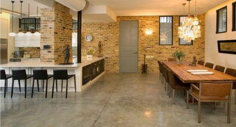 Наливные бетонные полы, вскрытые лаком, визуально делают помещение больше