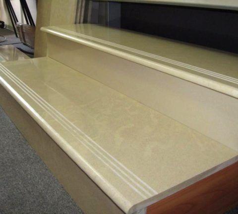 Насечки на ступенях из керамогранита делаются для увеличения уровня безопасности