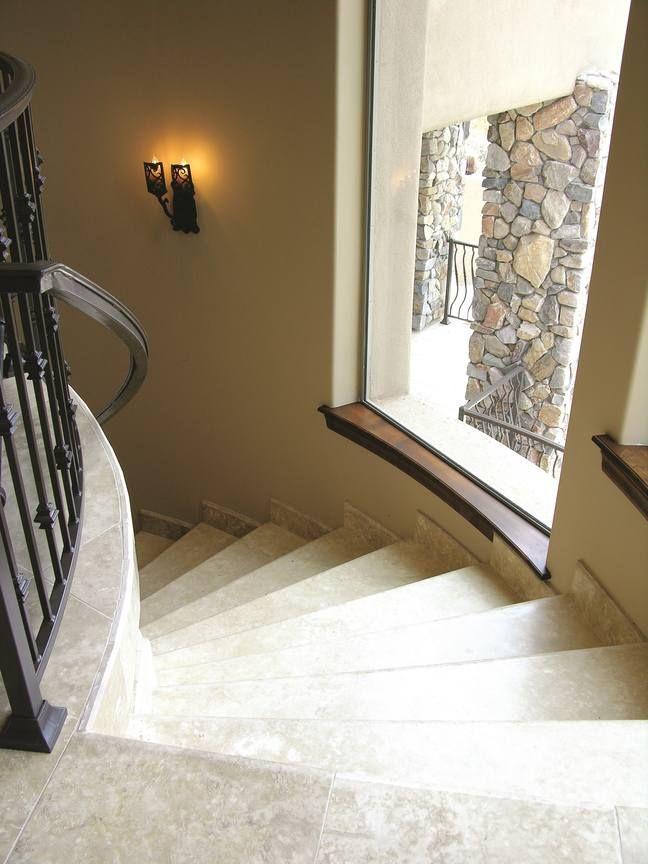 Окно на лестнице в частном доме фото