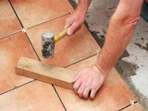 Облицовка плиткой бетонной лестницы