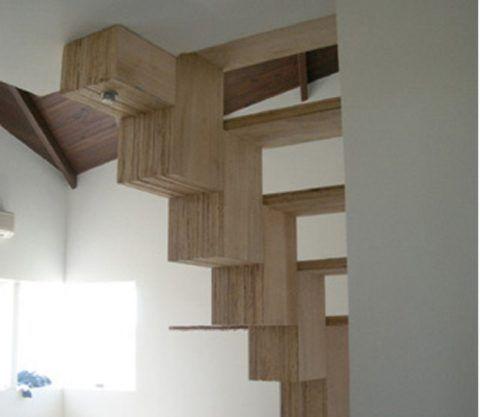 Оригинальная лестница из фанеры на второй этаж